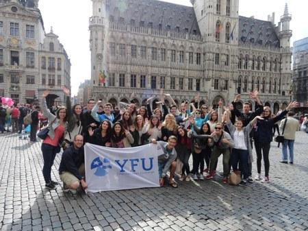 YFU recherche des familles d'accueil pour jeunes internationaux